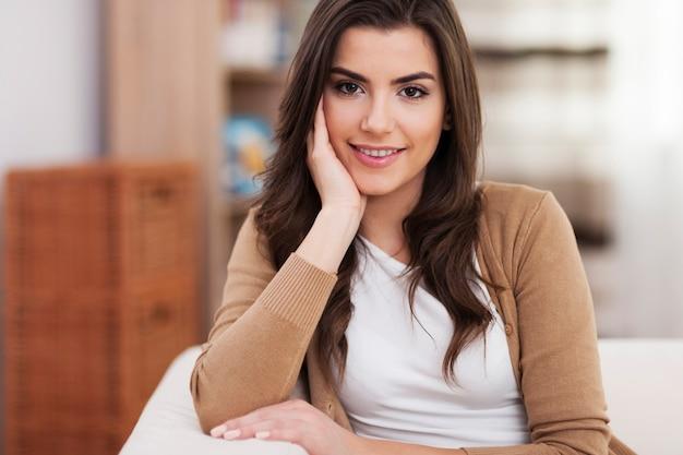 美しい笑顔の女性の肖像画