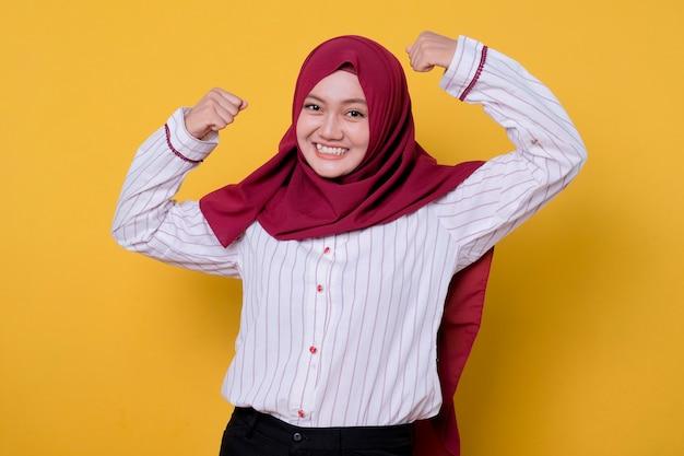 Hijab 정신과 미소, 쾌활한 표정을 입고 아름다운 여자의 초상화