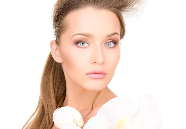 흰 꽃과 아름 다운 여자의 초상화