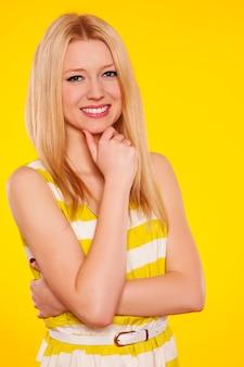 Портрет красивой молодой женщины Бесплатные Фотографии