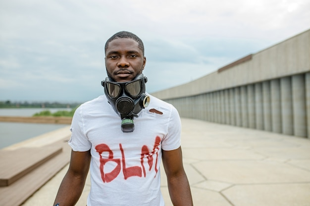 가스 마스크, blm 개념에서 흑인 아프리카 남자의 초상화