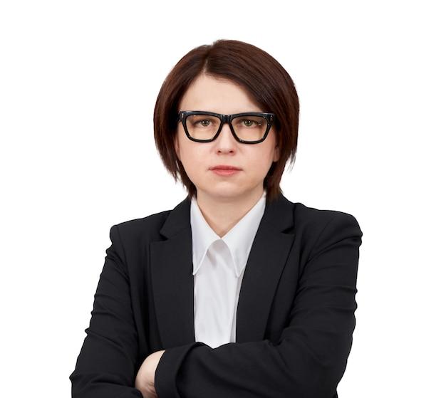 黒のスーツと眼鏡をかけて孤立した実業家の肖像画