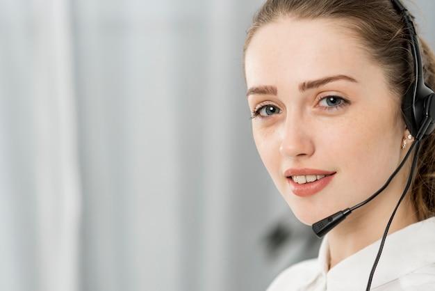 Портрет женщины из колл-центра