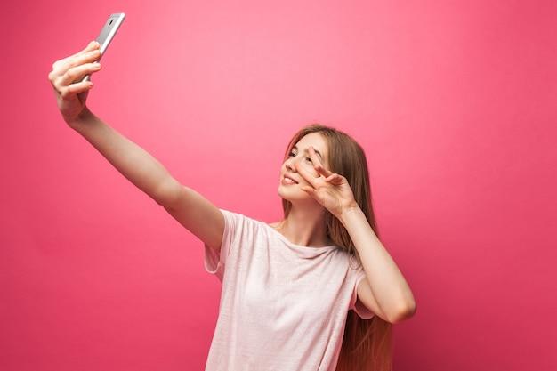 명랑 아름 다운 여자의 초상화, 촬영, selfie를 복용