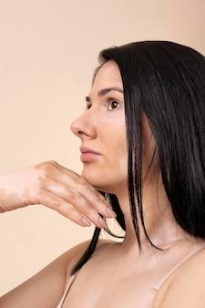 Vitiligo와 자신감 여자의 초상화 무료 사진