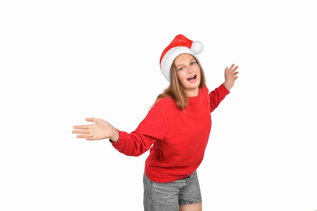Портрет безумно крутой веселой позитивной оптимистичной длинноволосой блондинки в повседневном свитере