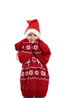 긴 소매 iso와 순록과 빨간색 니트 특대 크리스마스 스웨터에 귀여운 소녀의 초상화...