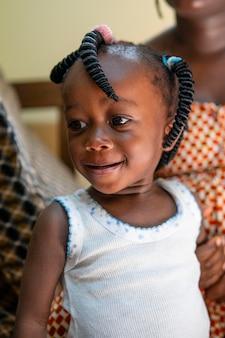 かわいい小さな黒い女の子の肖像画