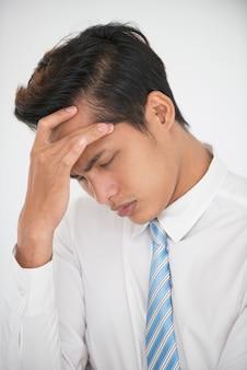 Портрет подавленного студента после неудачного экзамена