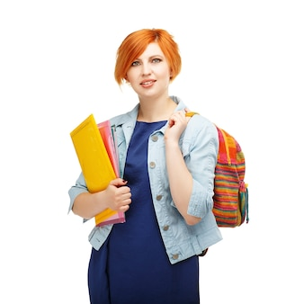 フォルダーとバックパックを持つ勤勉な女子学生の肖像画大学または色付きのバックパックを持つ大学白で隔離