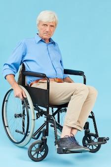 障害者の男性の肖像画