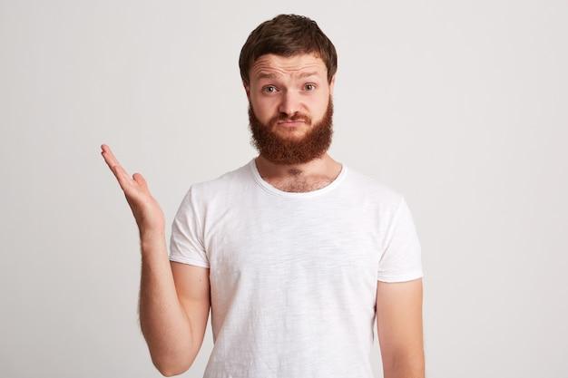 不機嫌な不幸なひげを生やした若い男の肖像画