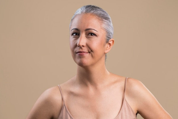 疑わしい年上の女性の肖像画