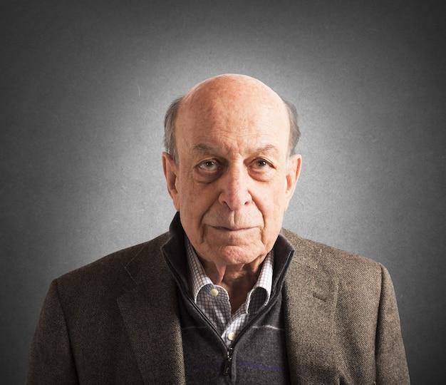 노인의 얼굴의 초상화 프리미엄 사진
