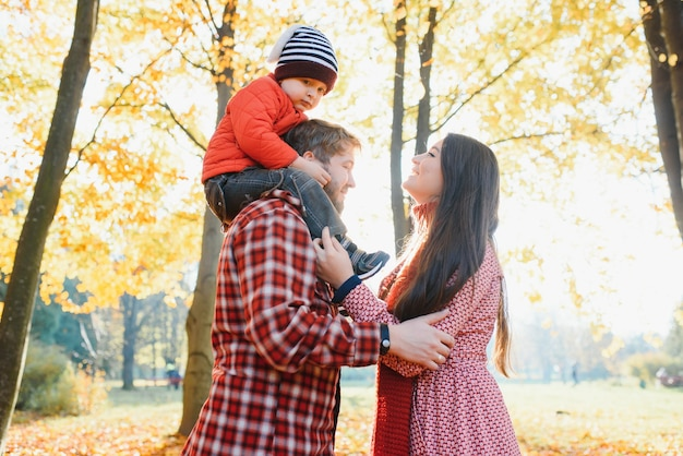 Семейный портрет осенью