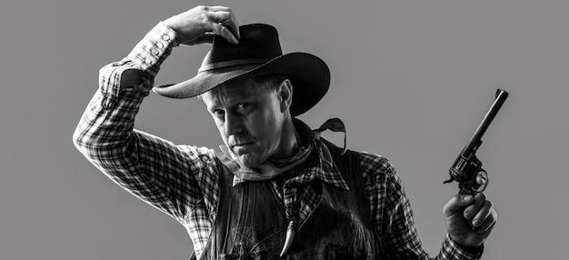 농부 또는 모자에 카우보이의 초상화입니다. 미국 농부. 카우보이 모자, 총을 입고 남자의 초상화입니다. 카우보이의 초상화입니다. 서쪽, 총. 카우보이의 초상화입니다. 마스크를 쓴 미국 산적, 모자를 쓴 서부 남자