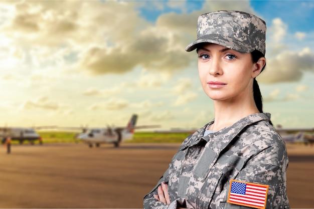Портрет женщины-солдата армии сша