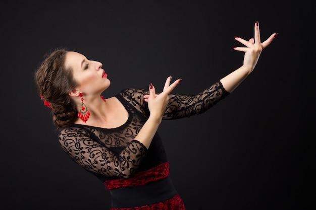 黒と赤のドレスでフラメンコダンサーの肖像画
