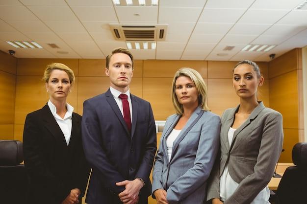 Портрет четырех хорошо одетых адвокатов