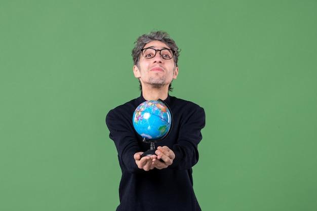 지구 지구 스튜디오 촬영을 들고 천재 남자의 초상화 녹색 배경 공기 자연 교사 바다 공간 학교