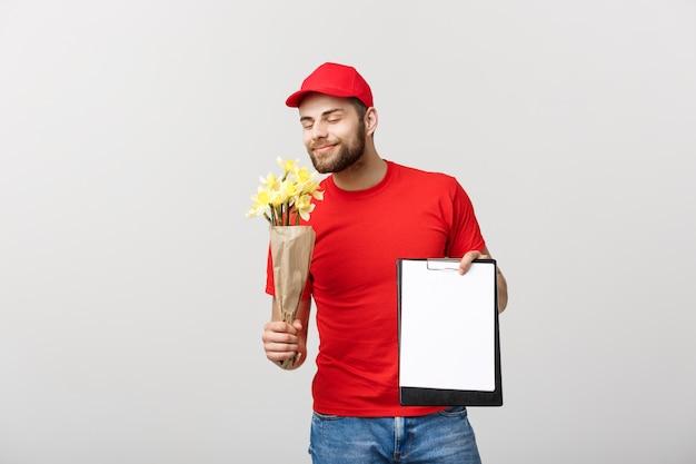 흰색 배경에 클립 보드를 들고 행복 꽃 배달 남자의 초상화