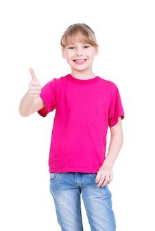 白い背景の上に隔離、親指を立てるジェスチャーを示す幸せな女の子の肖像画。