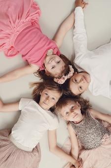 Портрет счастливых детей