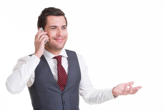 캐주얼에서 모바일로 호출하는 행복 한 남자의 초상화. 개념 커뮤니케이션.
