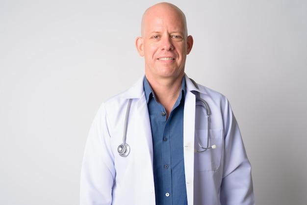 笑みを浮かべて幸せな成熟したハゲ男医師の肖像画