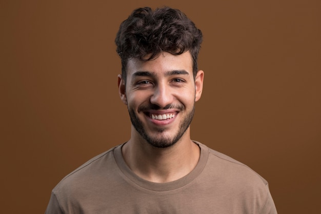 행복 한 웃는 남자의 초상화