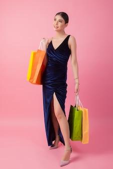 행복 하 게 웃는 여자의 초상화 쇼핑백을 개최