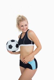 축구와 운동복에 행복 한 여자의 초상화