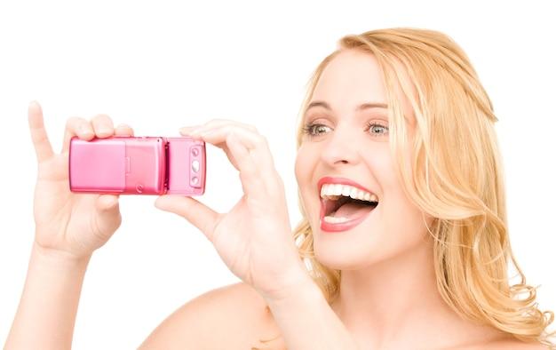 전화 카메라를 사용 하여 행복 한 여자의 초상화