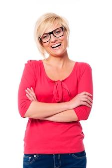 眼鏡をかけている幸せな女性の肖像画