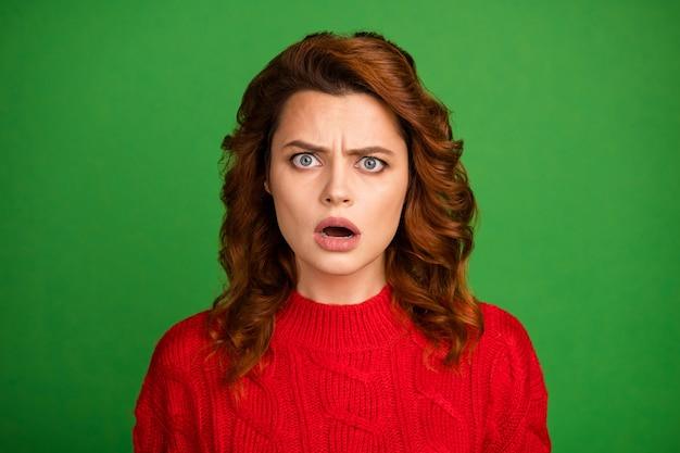 감동 된 좌절 된 여자 오픈 입의 초상화