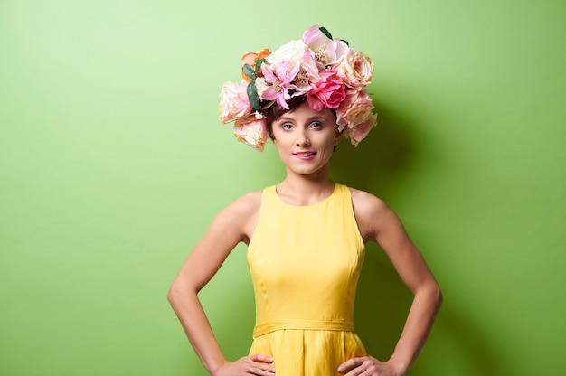 Портрет дамы в цветочной короне