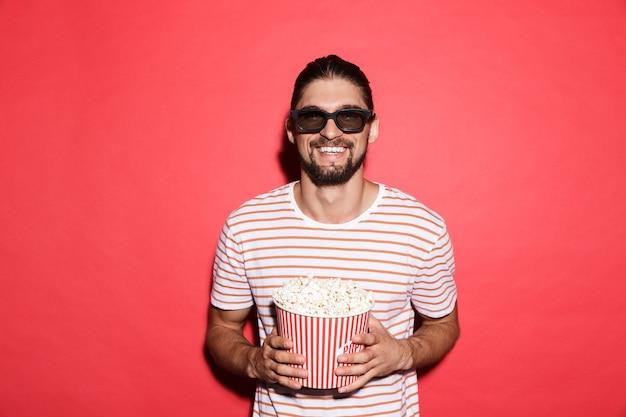 Портрет смеющегося человека в 3d очках