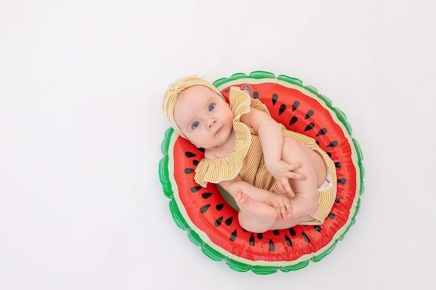 小さな女の赤ちゃんの肖像画