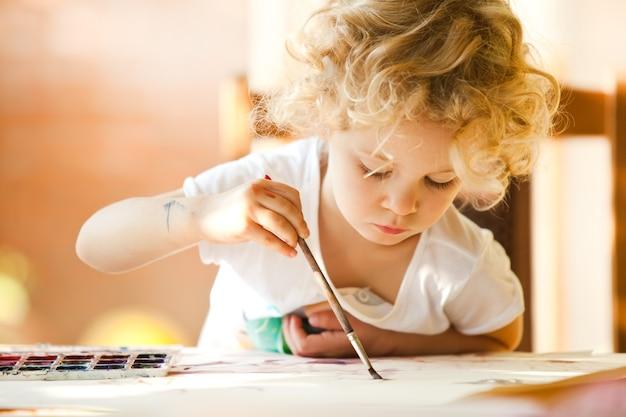 Портрет маленькой девочки, живопись, лето на открытом воздухе