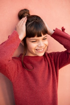 笑顔の少女の肖像画
