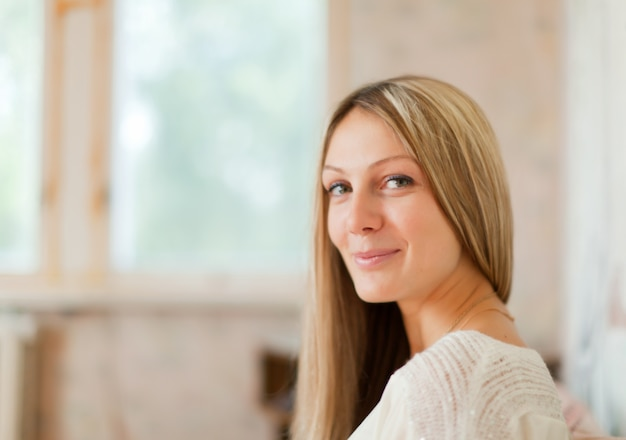 Портрет длинношерстная блондинка