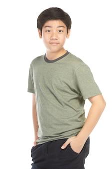 Портрет взгляда хорошего азиатского ребенк изолированного на белизне.