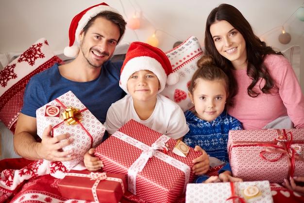 크리스마스 시간에 사랑하는 가족의 초상화