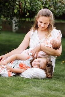 사랑의 어머니와 두 사랑스러운 아이의 초상화