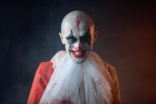 Портрет безумного кровавого клоуна, лицо в крови