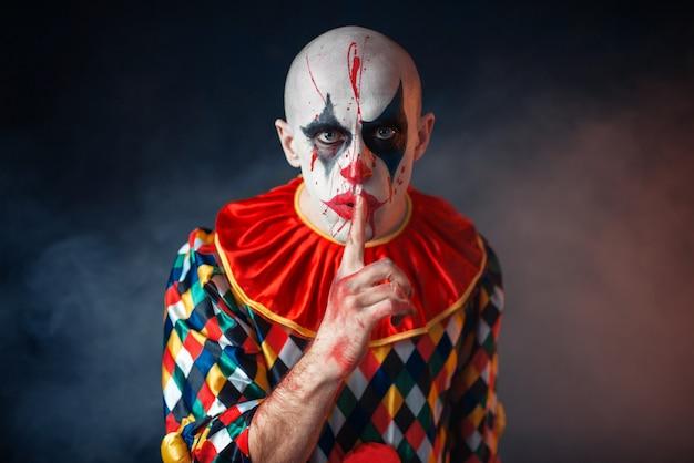 Портрет безумного кровавого клоуна показывает тихий знак