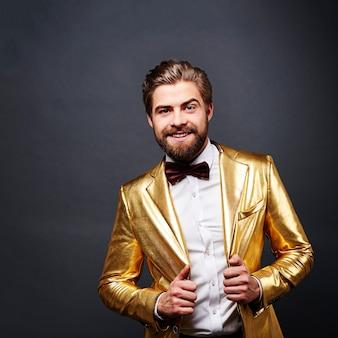 黄金のスーツを着た男の肖像画