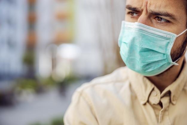 마스크, 바이러스의 이벤트 감염, 세균 또는 박테리아의 오염을 가진 남자의 초상화. Epidemic.d 마스크의 감염 예방 및 제어. 프리미엄 사진