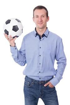 Портрет бизнесмена средних лет с футбольным мячом на белом фоне