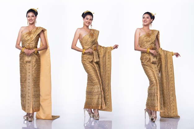 Портрет мисс азиатский конкурс красоты в тайском традиционном костюме, платье с легкой алмазной короной, студийное освещение на белом фоне, групповой коллаж с изолированным телом в полный рост